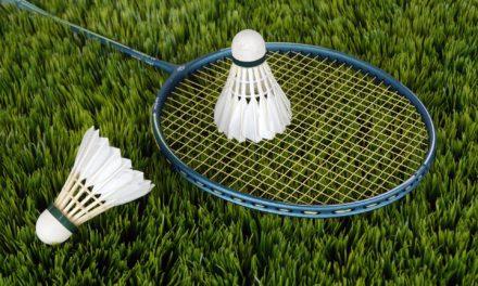 Tag din badmintonketcher og familie under armen