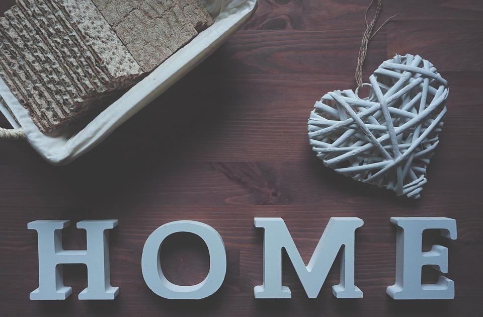 Få plads til forskellighederne i hjemmet ved at bruge forskellige gardiner i de forskellige rum