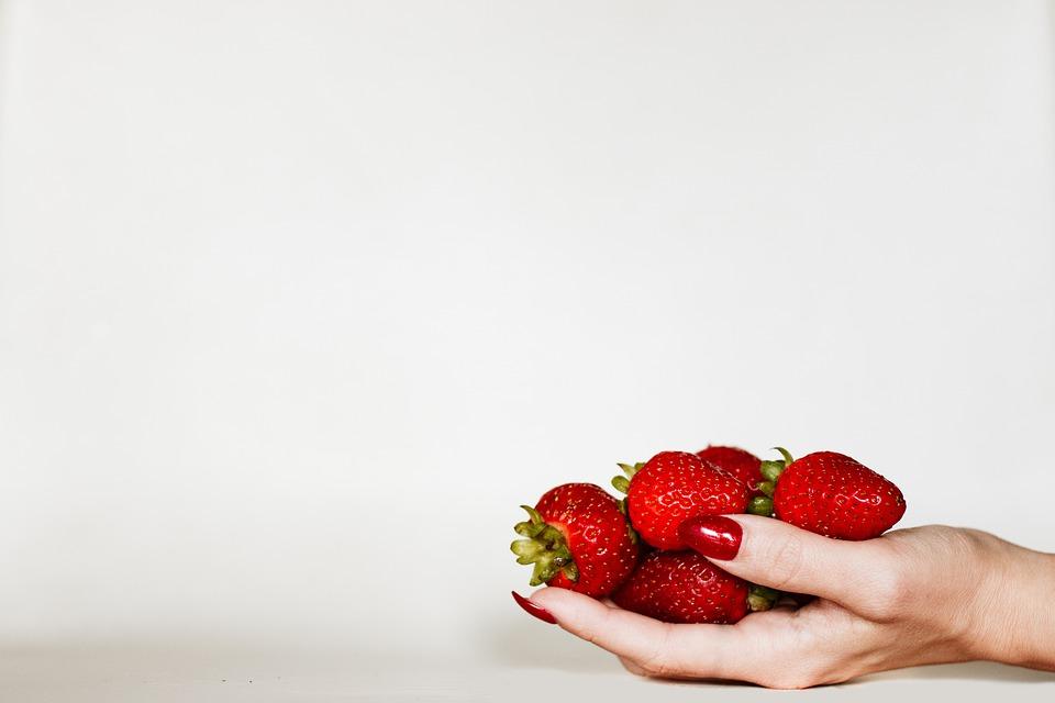 Røde negle og jordbær