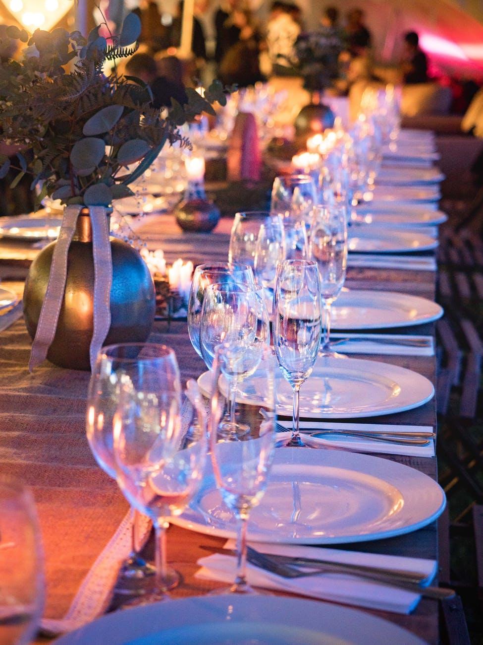 Dækket bord